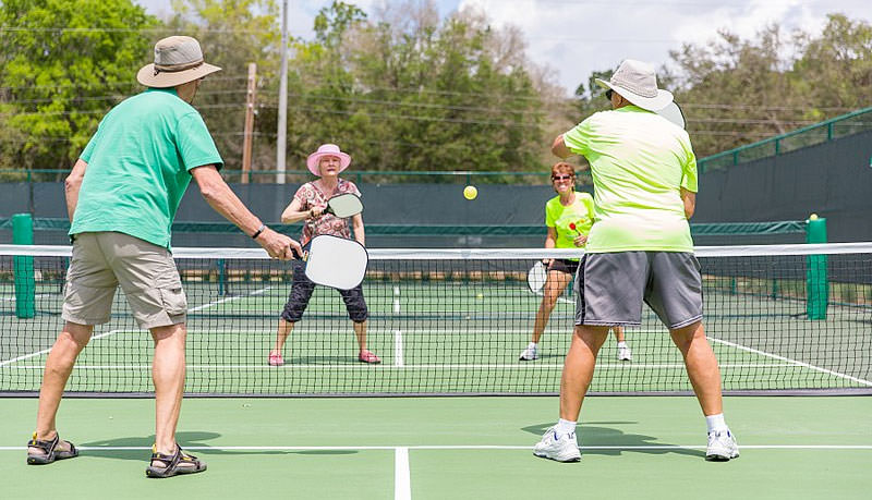 New To Pickleball? Here's What To Look For In A Pickleball Paddle For New Players