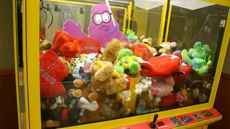 arcade claw machine